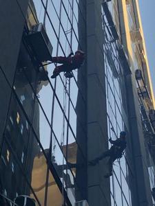 Limpeza fachada de vidro