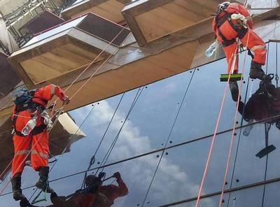 Limpeza de vidros em altura
